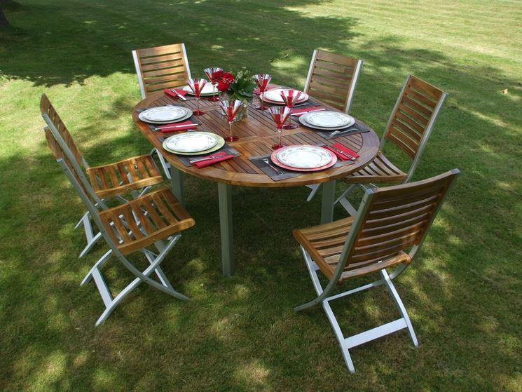 Tavolo ovale con 6 sedie