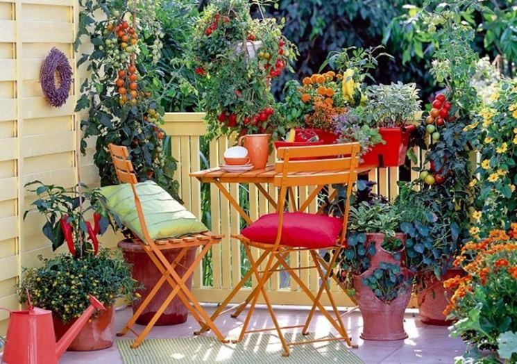 arredare un piccolo giardino con sedute e tavolo da pranzo ... - Tavolo Da Giardino Piccolo