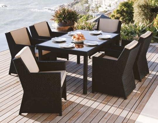Arredo esterni accessori da esterno arredare gli spazi for Tavolo e sedie da esterno in offerta