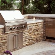 cucina da esterno in pietra
