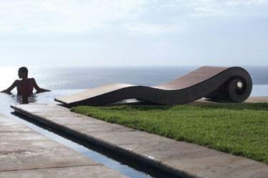 chaise longue a bordo piscina