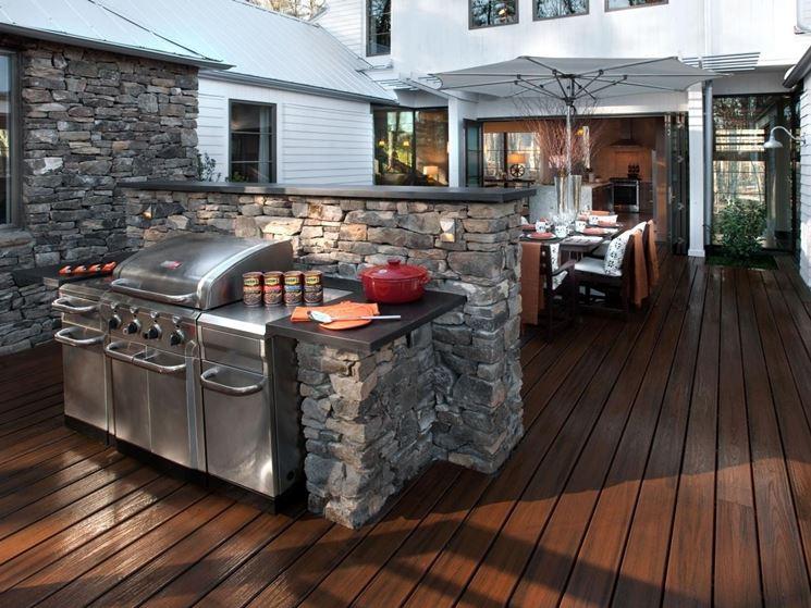 barbecue in pietra con riparo