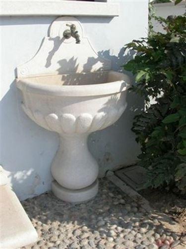 Casa moderna roma italy fontana muro - Fontane a muro da giardino ...
