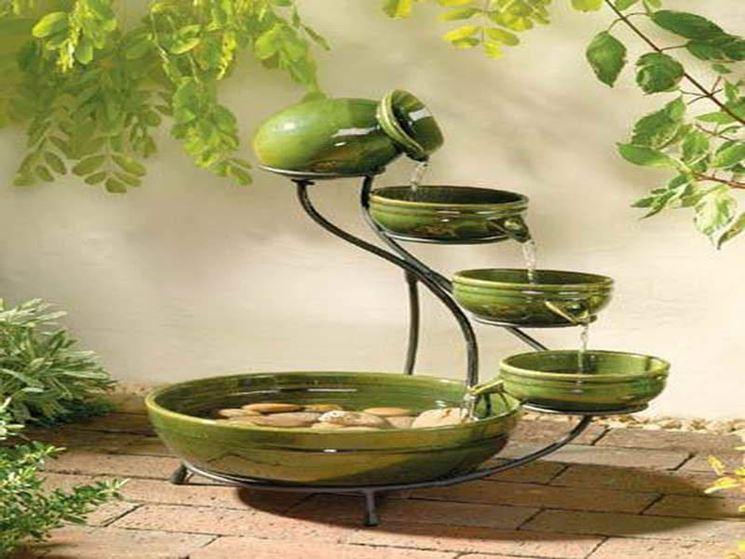 Fontana da giardino alimentata con pannello solare
