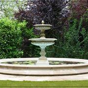 Fontanella in pietra in stile classico