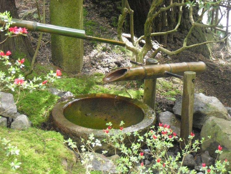 Fontanella tipo zen in pietra e bambù