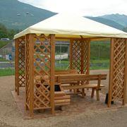 Un gazebo in legno semplice e di impatto