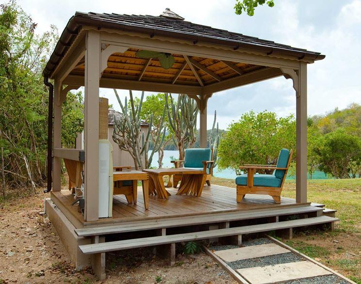 Elegantissimo gazebo di legno su piscina