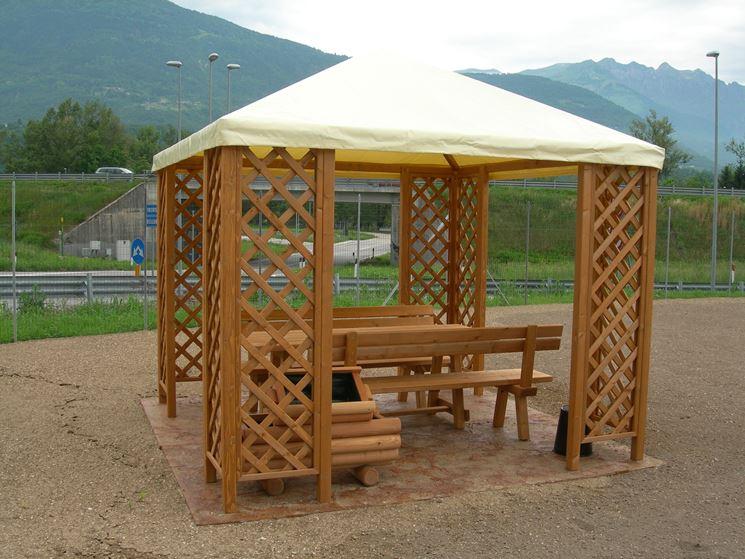 Gazebo in legno con copertura in tela
