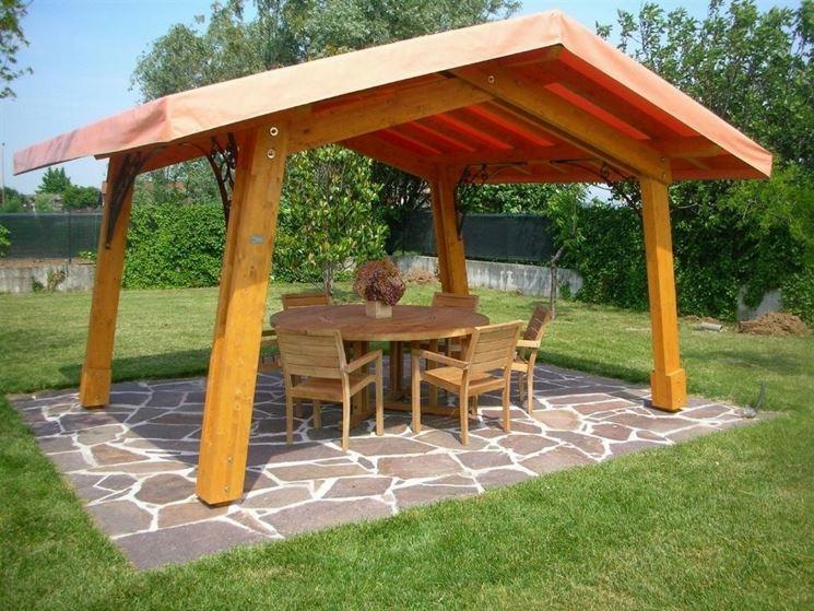 Gazebo in legno con tetto spiovente