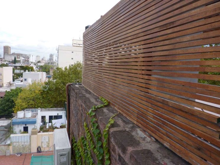 Pannelli frangivento in legno grigliati e frangivento da - Barriere antirumore per terrazzi ...
