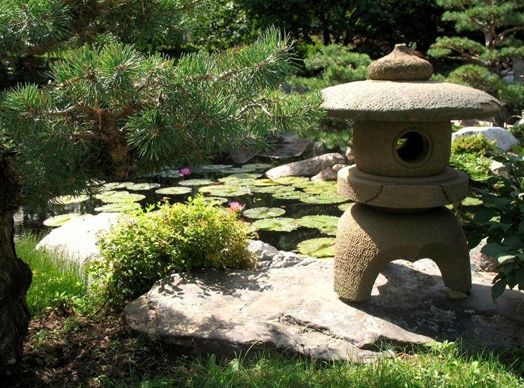 lampada giapponese pietra