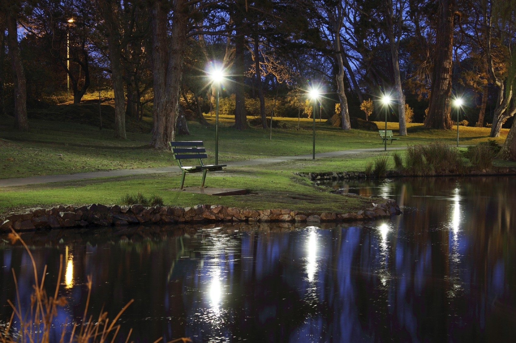 Luci per il giardino illuminazione giardino luci giardino for Illuminazione da giardino a led