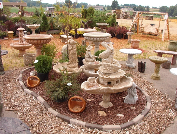 Arredamenti per esterni mobili da giardino arredare l for Decorazioni giardino con sassi
