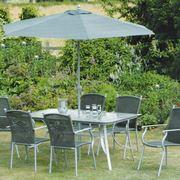 Un elegante set da giardino