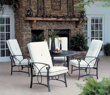 Esempio di mobili da giardino in ferro.