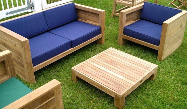 Divani da giardino in legno