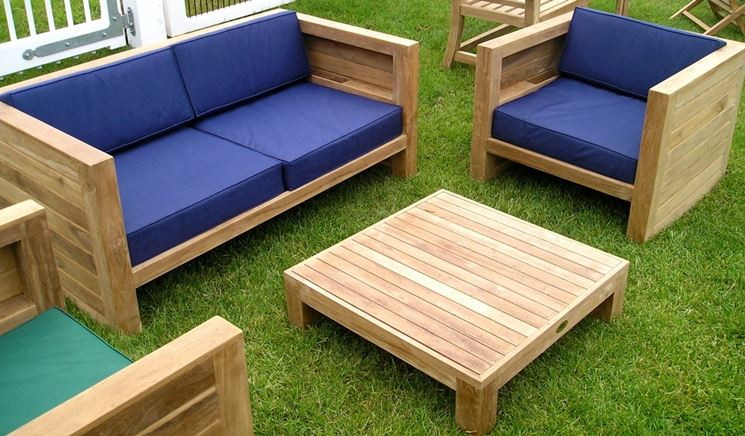 Arredo giardino in legno mobili da giardino for Arredo giardino divani