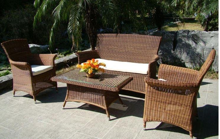 Angolo di giardino con divani in rattan