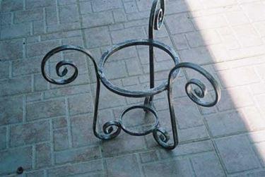 porta vaso in ferro battuto
