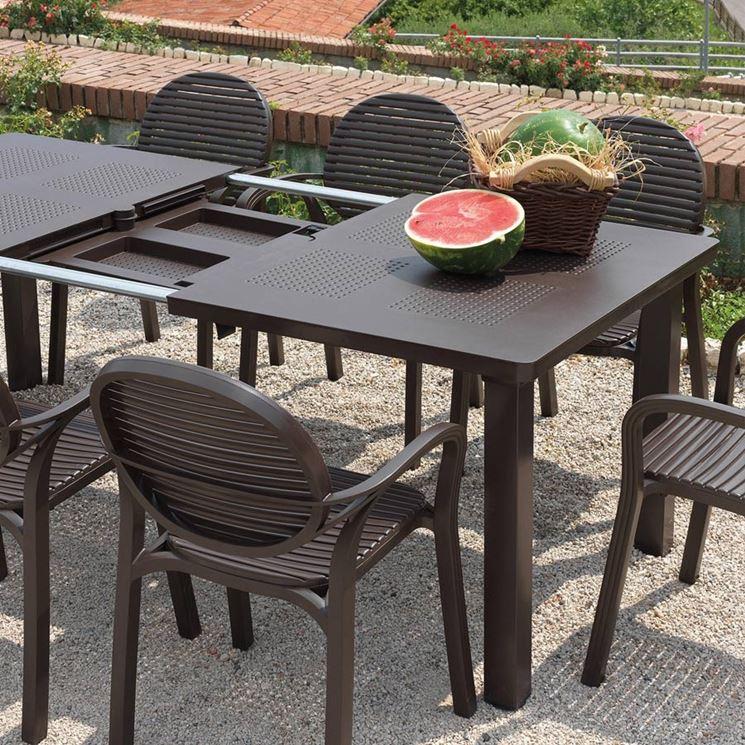 Tavolo allungabile da giardino in plastica