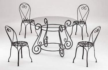 elegante tavolo da giardino in ferro