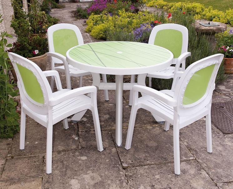 tavolo e sedie da giardino in plastica