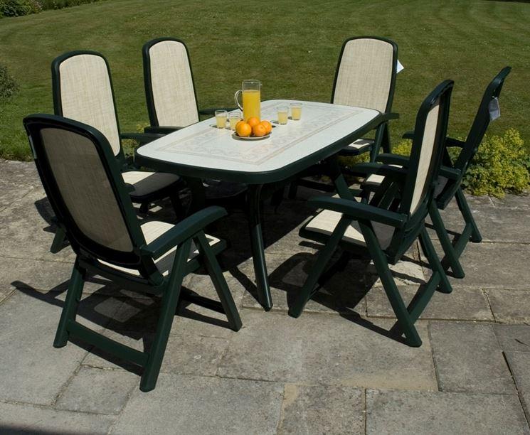 Tavoli da giardino in plastica mobili da giardino for Arredamento da giardino