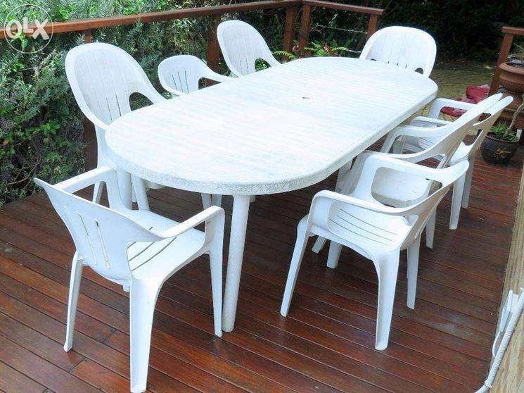 Tavoli da giardino in plastica mobili da giardino for Tavoli e sedie per giardino