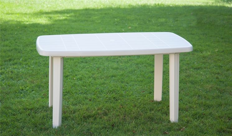 tavolo quadrato da giardino