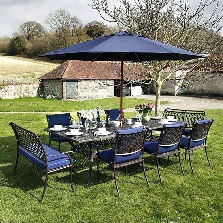 Tavolo giardino mobili da giardino come scegliere il - Tavolo con sedie da giardino ...