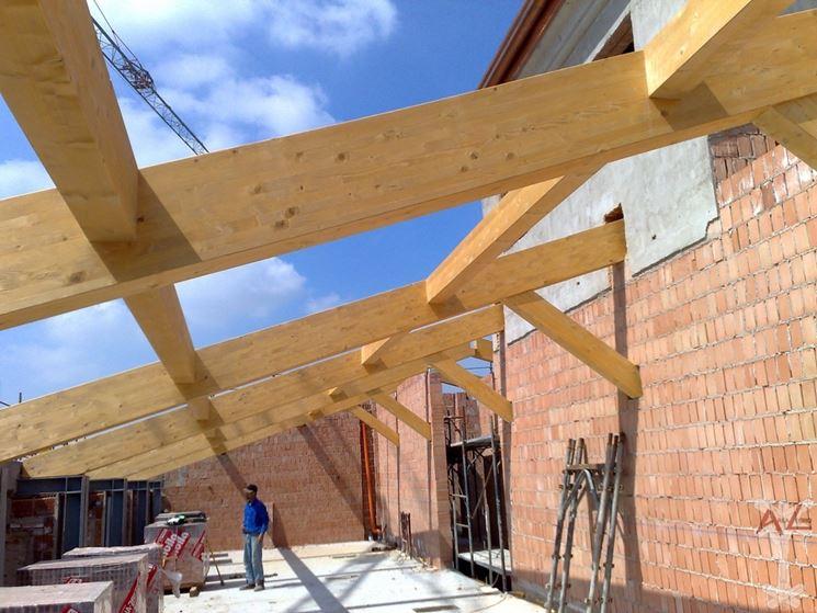 Coperture in legno per esterni pergole e tettoie da for Opzioni materiale esterno casa