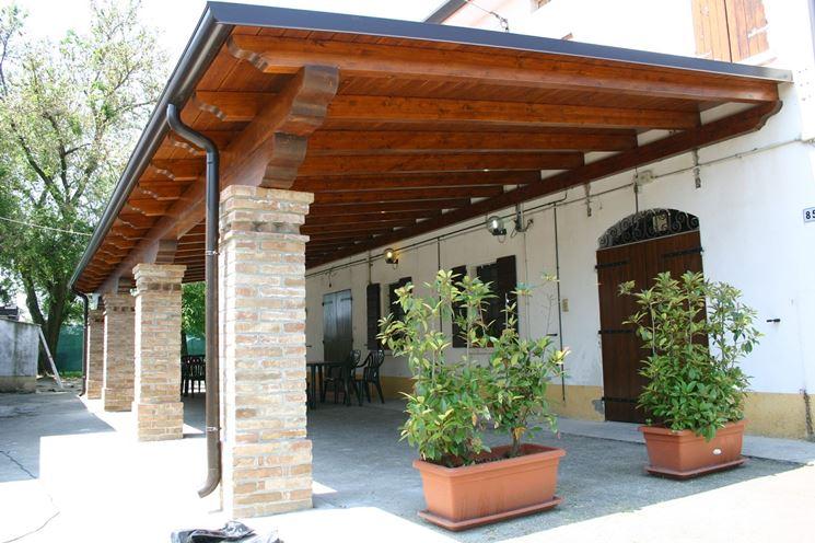 Coperture in legno per esterni pergole e tettoie da giardino coperture per esterno in legno - Scale da esterno in muratura ...