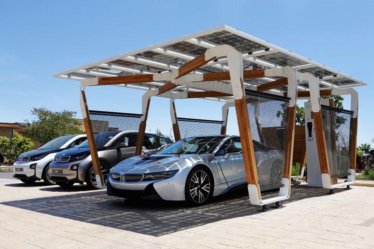 pensilina fotovoltaica in legno per auto elettrica