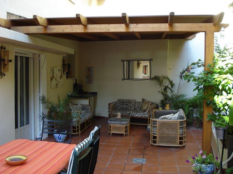 Pensiline in acciaio pergole e tettoie da giardino for Pergolato in legno leroy merlin