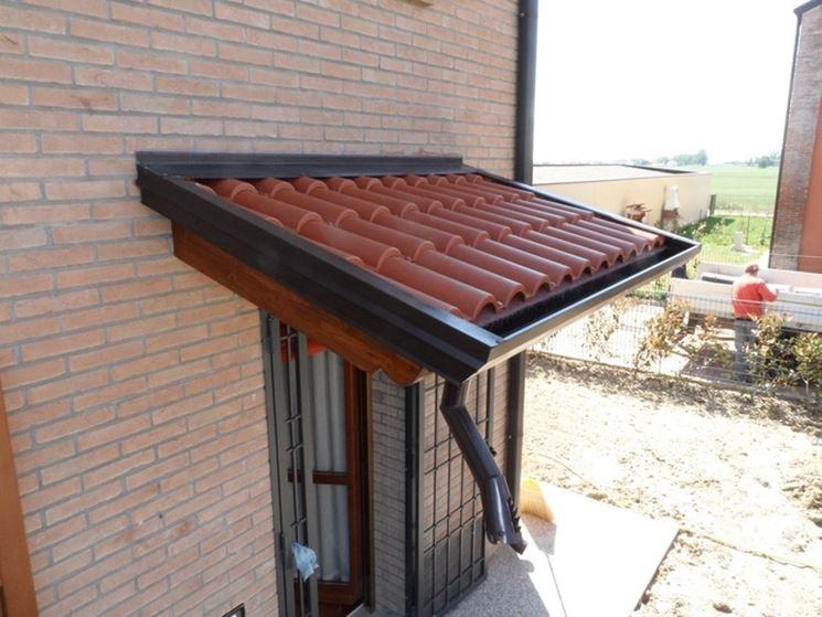 Pensiline in legno pergole e tettoie da giardino for Pensiline in ferro prezzi