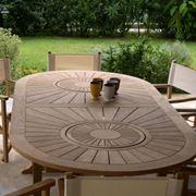 Tavolo e sedie in legno