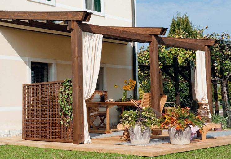 Strutture in legno per terrazzi pergole e tettoie da for Mobili per terrazzi e giardini