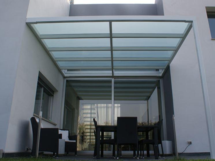 Tettoie in ferro - pergole e tettoie da giardino - Tipologie di tettoie in ferro