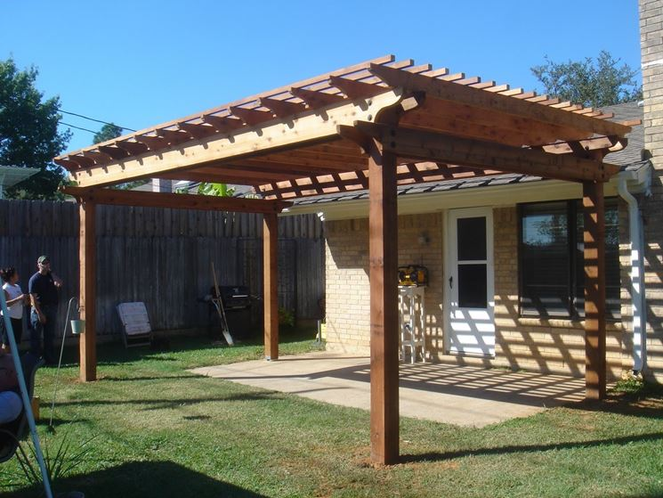 Tettoie in legno pergole e tettoie da giardino for Simple roofing designs