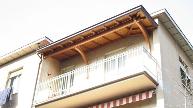 Tettoia in legno per balcone