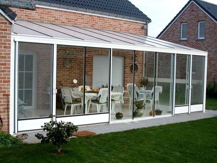 Verande esterne pergole e tettoie da giardino arredare for Idee di veranda laterale