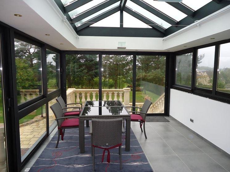 Spaziosa veranda in alluminio