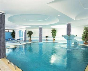piscina coperta al chiuso