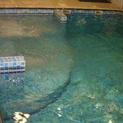 piscina interna con idromassaggio