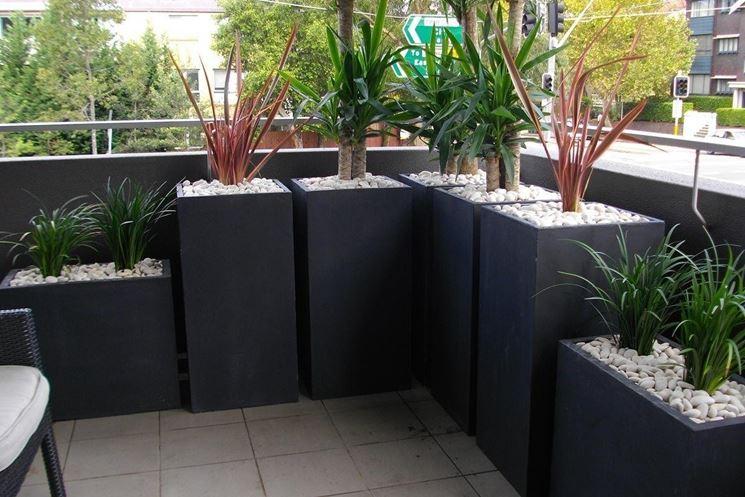 Fioriere da balcone vasi e fioriere tipologie di for Balcone giardino