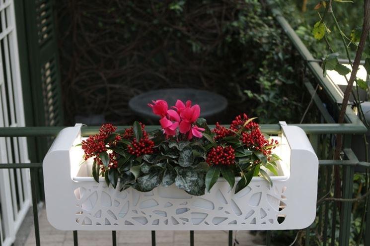 Fioriere da terrazzo vasi e fioriere vasi per il terrazzo for Portavasi balcone