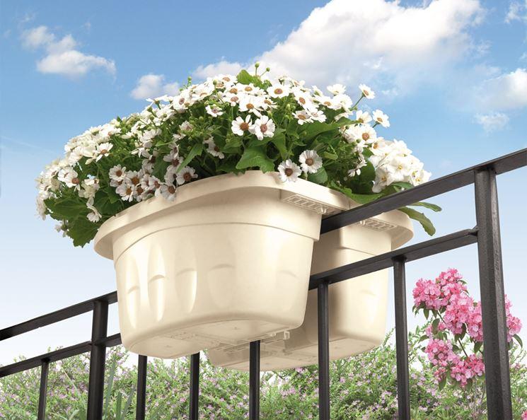 Fioriere esterno vasi e fioriere fioriere per esterno for Portavasi balcone