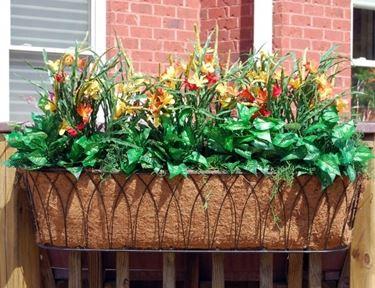 Fioriera con piante fiorite