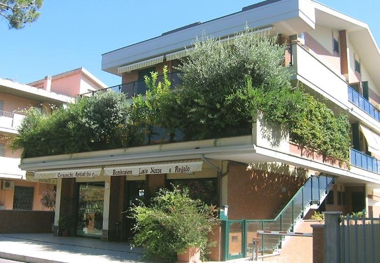 Fioriere terrazzo vasi e fioriere arredare il terrazzo for Piante per terrazzi